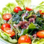 海藻サラダはバストアップにおすすめ?
